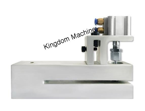 Dispositif de perforation pour machine à sacs en plastique